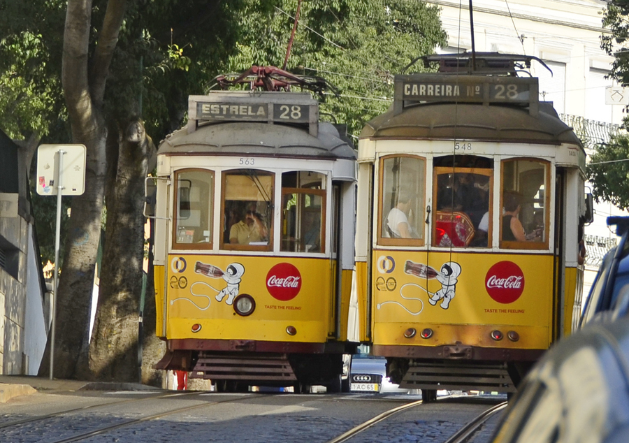 ths lisbon two trams