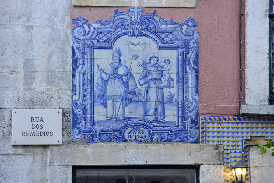ths - old tile in rua dos remedios