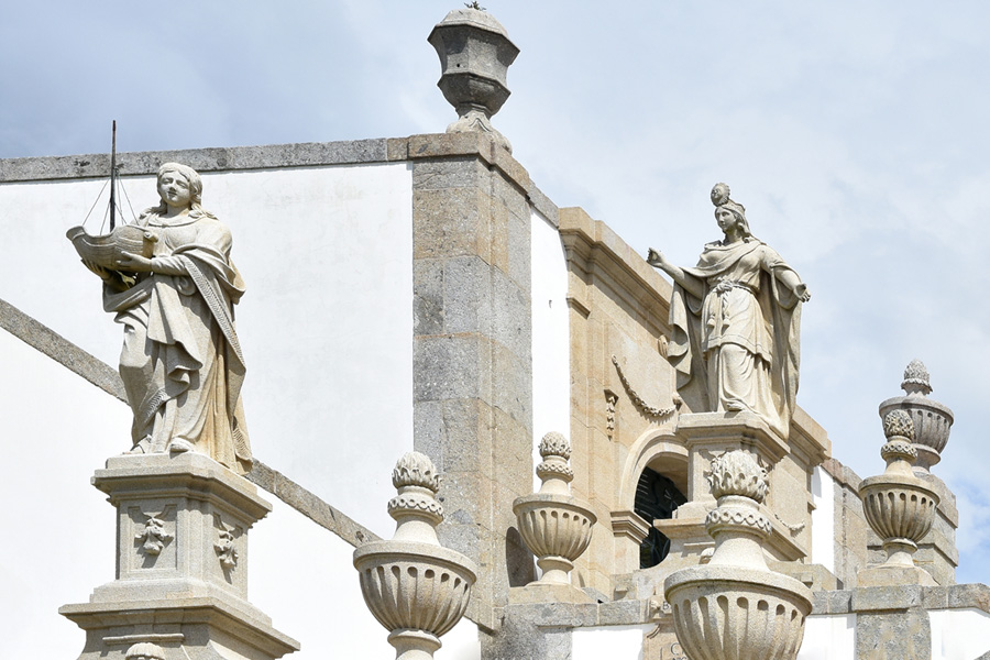 The top stairway is dedicated to Three Theological Virtues of Faith, Hope and Charity each with its own fountain.